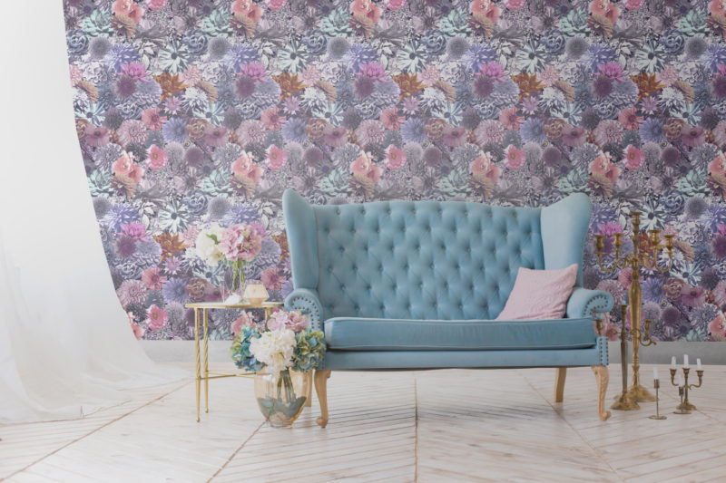Summer wallpaper for your living room, bedroom or dining room in an exciting floral pattern.